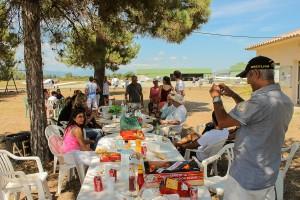 Déjeuner champêtre à Ghisonaccia entre pilotes vol moteur et vol à voile