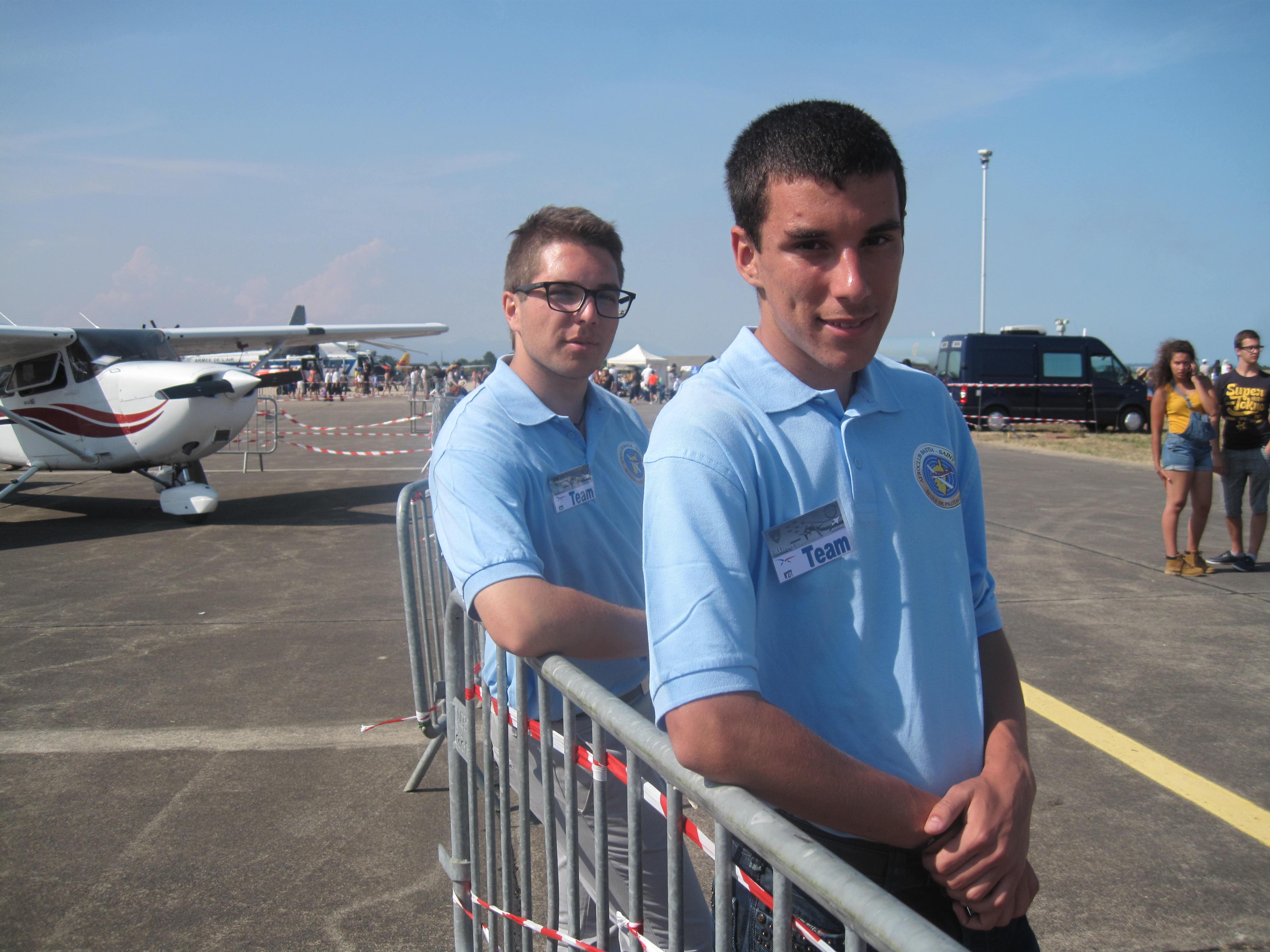 Un grand merci à nos pilotes et élèves pilotes, toujours prêts à renseigner un public nombreux.